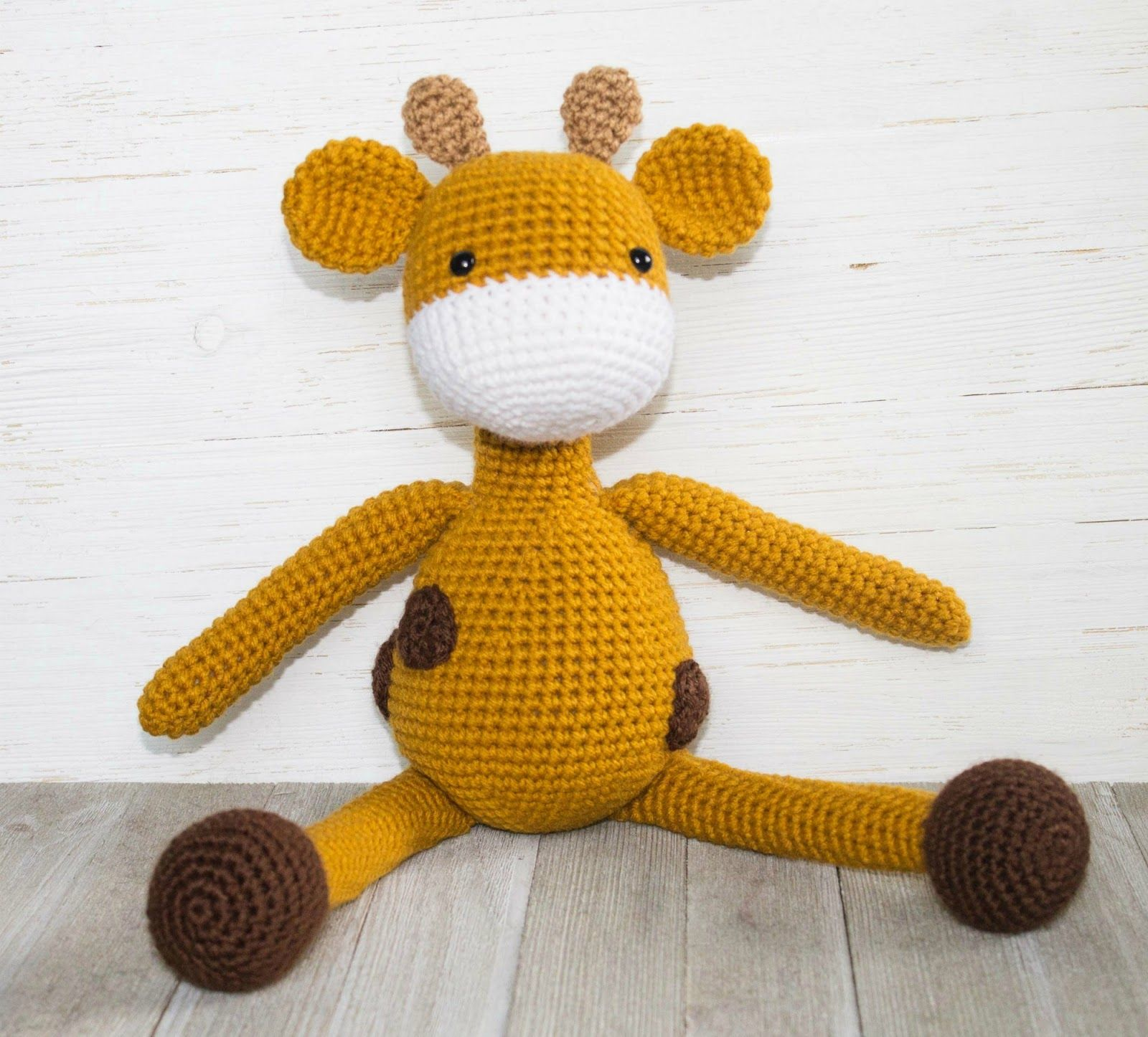 The Friendly Giraffe- A Free Amigurumi Crochet Pattern | Crochet ...