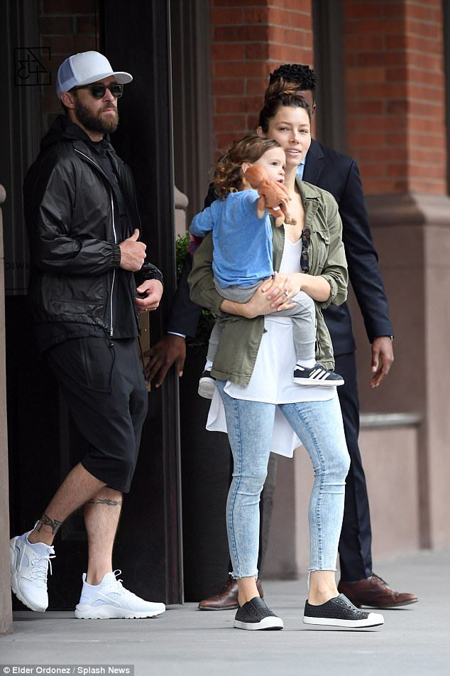 Pin By Tracey Lewis On Couples Kids And Family Jessica Biel And Justin Jessica Biel Justin Timberlake Jessica Biel