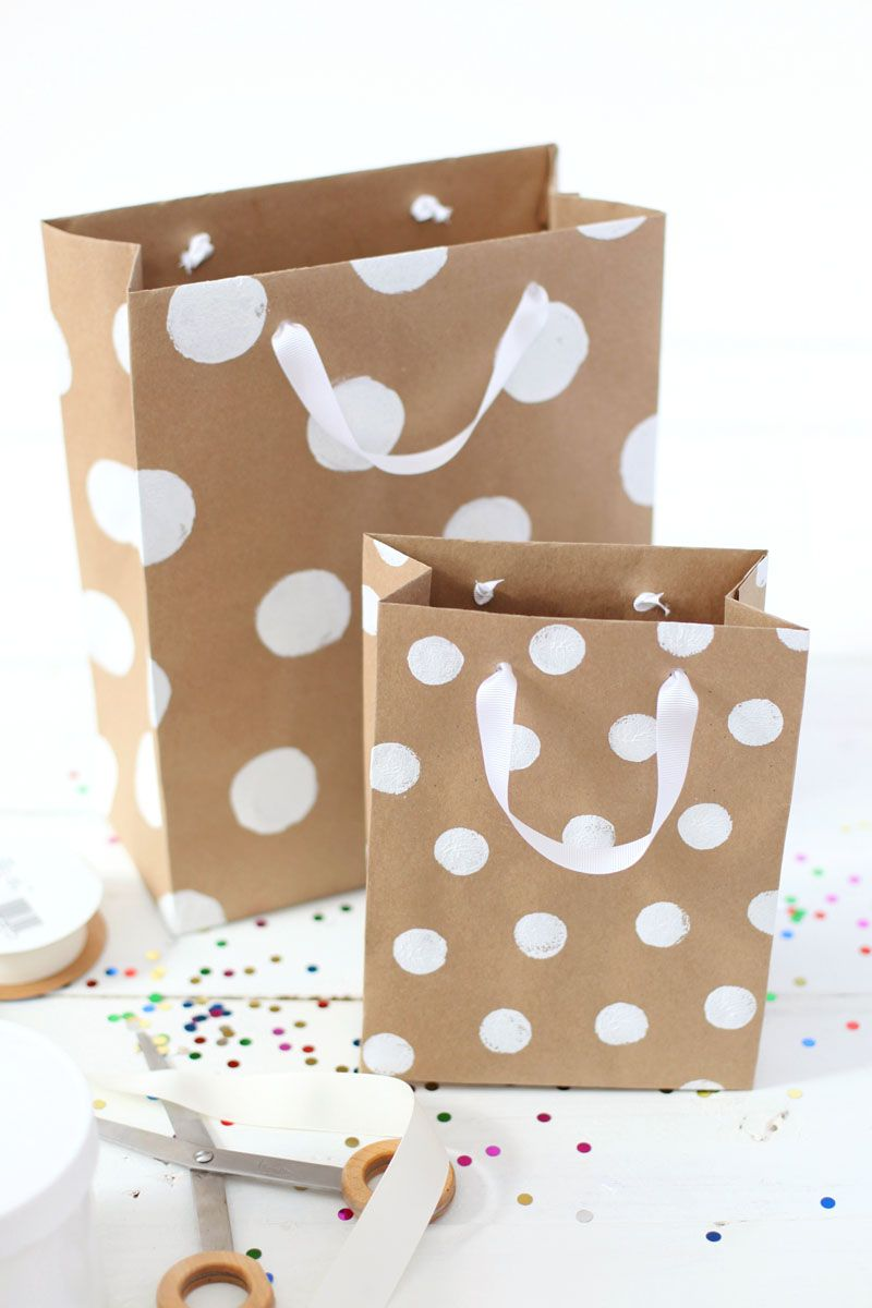 Need a gift bag in a pinch? Here's a great tutorial for making ...