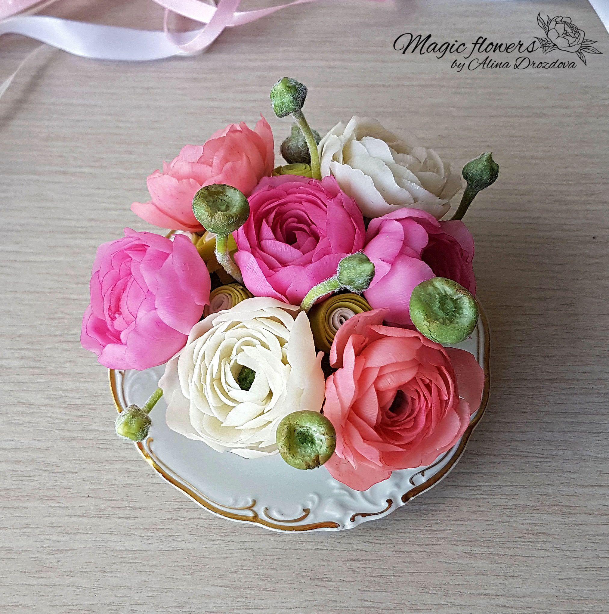 Ranunculus Flowers Tea Cup Arrangement Cold Porcelain Flowers Etsy In 2020 Porcelain Flowers Cold Porcelain Flowers Ranunculus Flowers