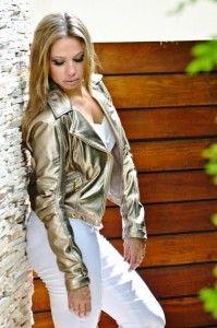 Jaqueta dourada na moda