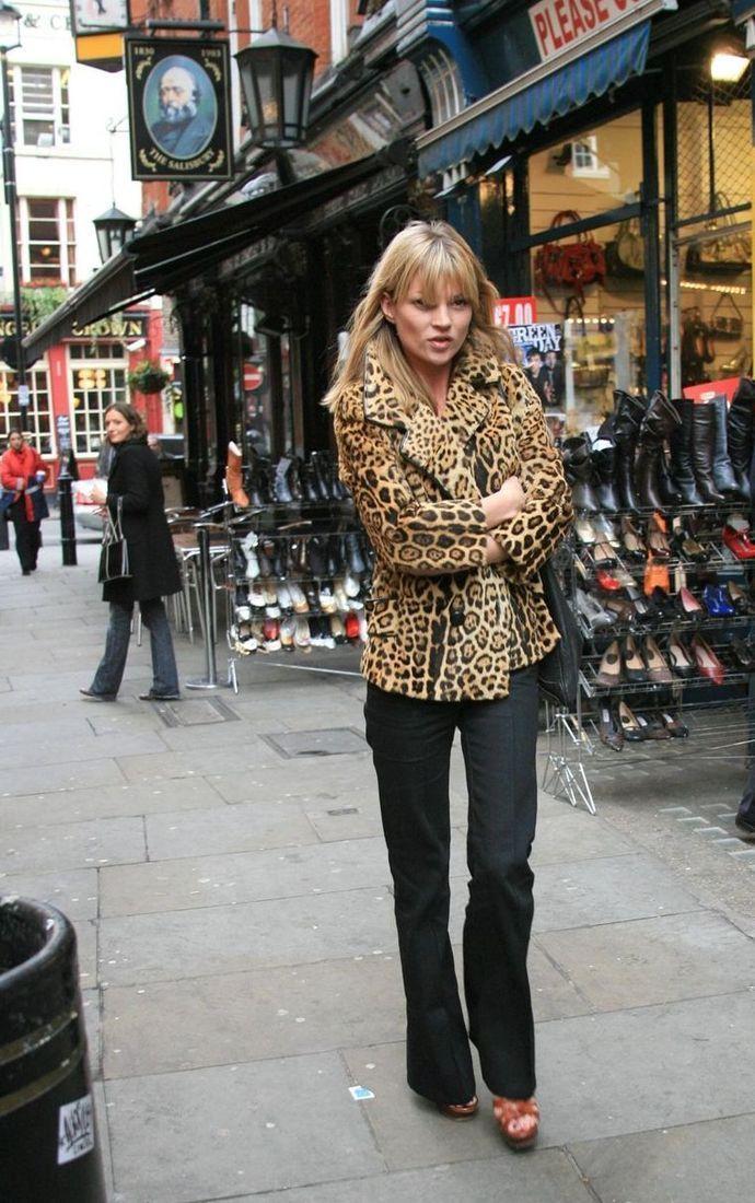 1aba31fc3e35 Kate Moss leopard jacket, flare jeans | kate lovely | Kate moss ...