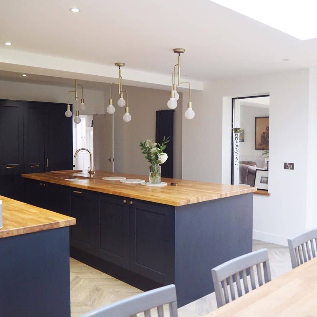 We Know Size Isn T Everything But We Can T Help But Be Impressed By This Large Kitchen Island Our Oak Workto Large Kitchen Island Large Kitchen Modern Kitchen