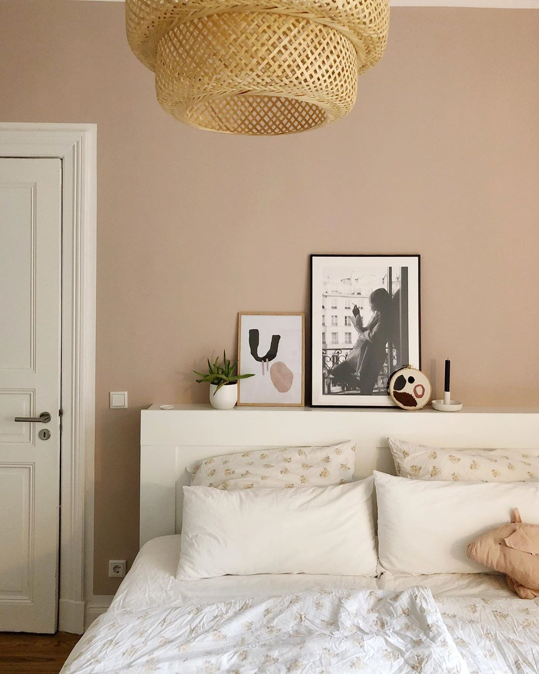 Quite To My Taste A Bedroom In Light Rose Solebich Bedrooms Schoner Wohnen Wandfarbe Schoner Wohnen Farbe Zimmerdekoration