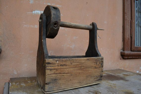 Seltene antike verzieren Spinnrad aus Karpaten-Region Europas. Die etwa 120 Jahre alt. Primitive Rustikal Dekor.  Laenge: 35 cm (13,8 Zoll) Höhe: 41 cm (16 Zoll) Zustand: Bitte denken Sie daran, unsere Artikel sind Vintage, sie sind gebraucht, selten perfekt - verkauften Artikel werden jedoch sauber, tragbarer und verwendbar.