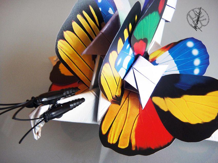 Tsuru Metamorfo Metamorfose 002.02032017 - Papel utilizado: reciclado, papel Tetra Pak, de leite, forrado com alumínio, quase um titânio. Técnica colagem de asas de borboleta de PVC. https://yamashitatereza.wordpress.com/tsurus-metamorfos/