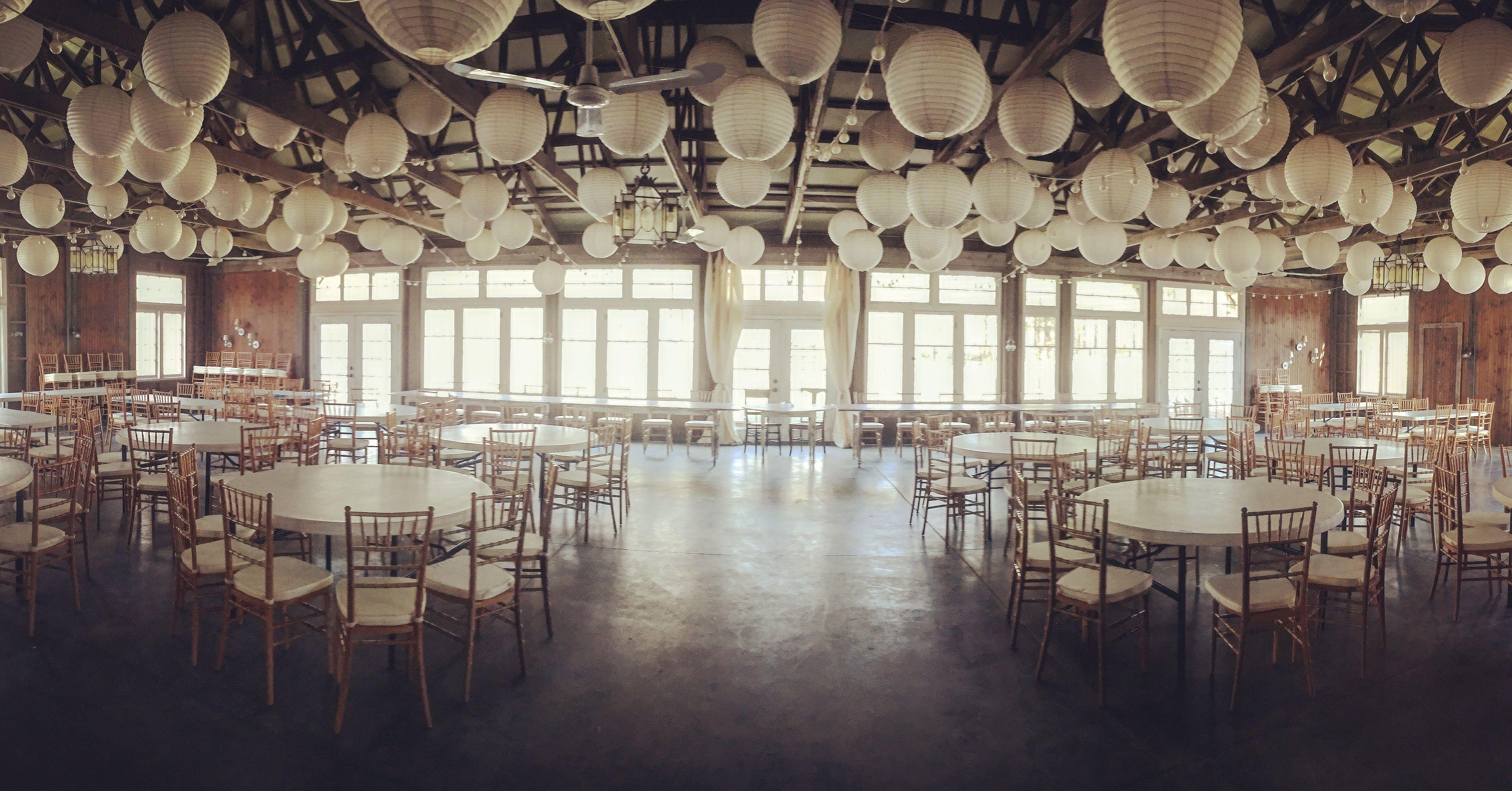 Michigan wedding barn w a touch of elegance. Rustic barn ...
