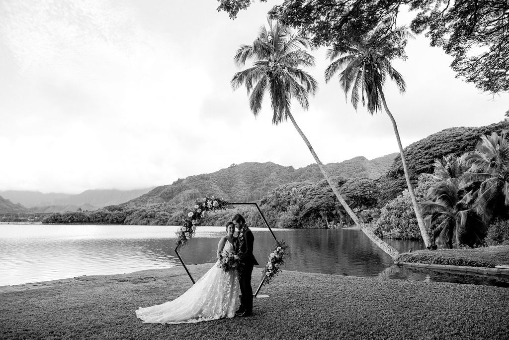 What a stunning scene, even in black & white. Forever grateful to live in such a beautiful place.⠀ .⠀ .⠀ .⠀ Featuring our Geo Altar ⠀ 📸:@kellytunney  #oahu #hawaii #wedding #styled #ceremony #hawaiilife #weddings #weddinggoals #oahulife #ceremonydecor #ceremonyflowers #luckyweliveinhawaii #weddinglook #outdoorceremony #oahuevents #bridal #dreamwedding #love #design #aloha #weddingmoments #hawaiian #weddingceremonydecor #weddinggoals #luxurywedding #weddingbells #hawaiilove #styledetails
