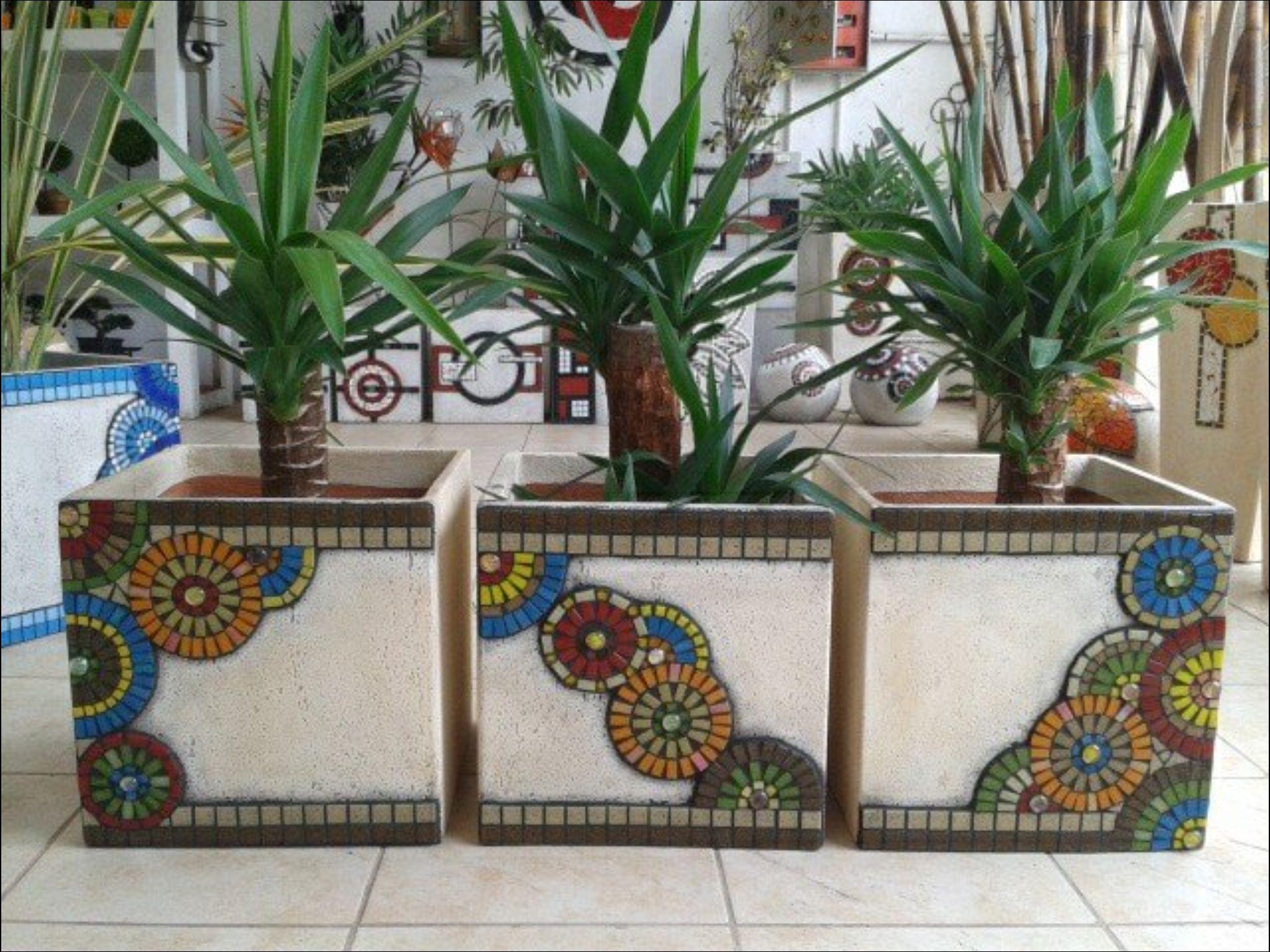 Cubos cemento con venecitas macetas con mosaicos for Jardineras con bloques