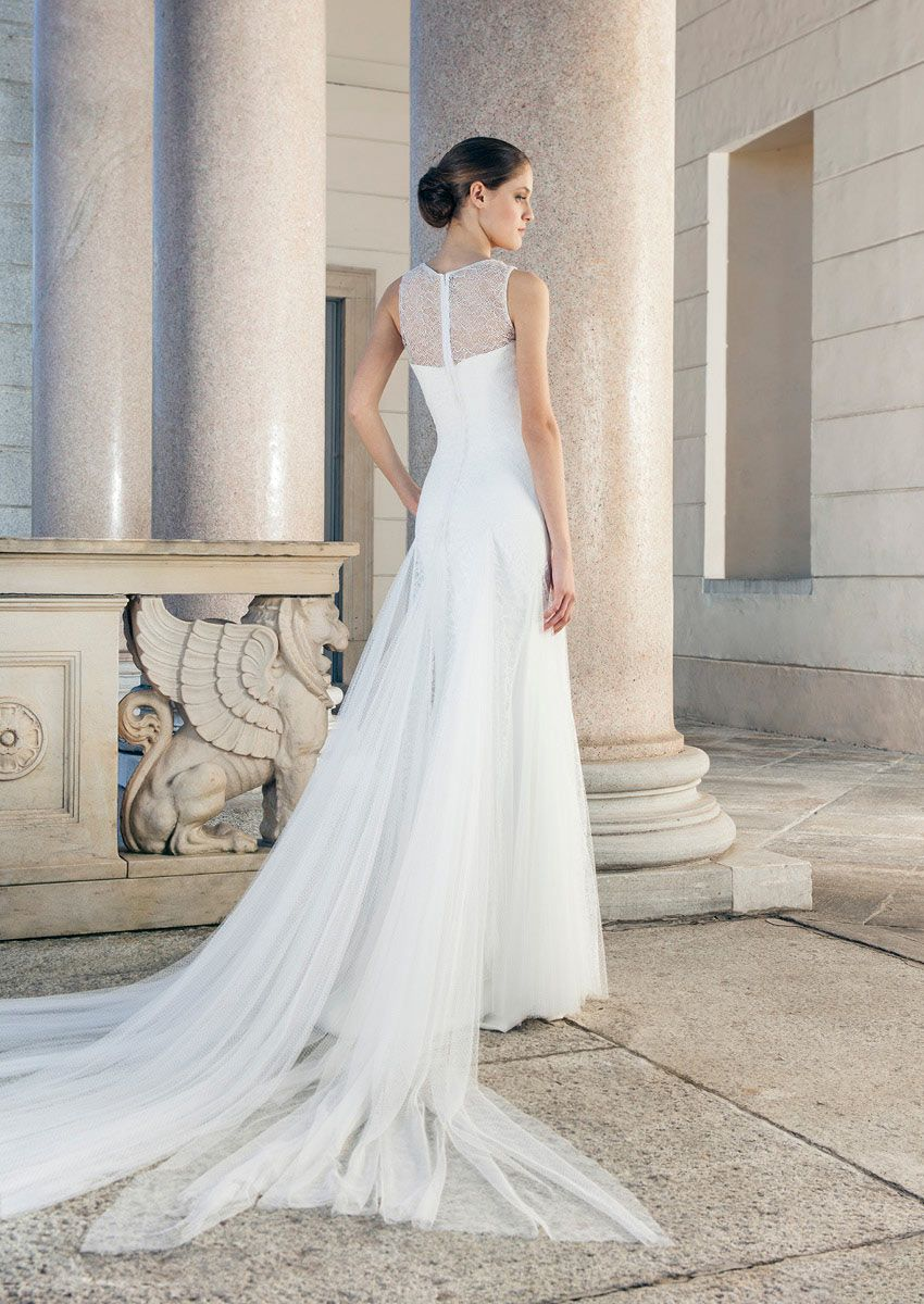 Wedding dress with beautiful Tüllschleppe Giuseppe Papini