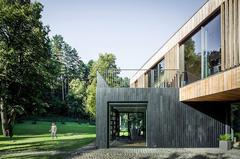 A Wooden House on a Verdant Slope Built on a sloped landscape, this wonderful home of wooden walls and ample gardens was designed by the architectural firm arches and is located in Vilnius, Lithuania. The home is surrounded by terraces and its walls are made of glass, which allows us to have a broad view of the grand gardens that envelop it, whether one is inside or outside. In the spacious living/dining room with ceiling and floors..