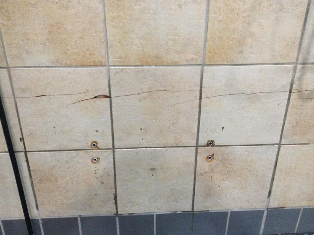 Cracked Chipped Broken Tile Repairs And Refurbishments Ceramic