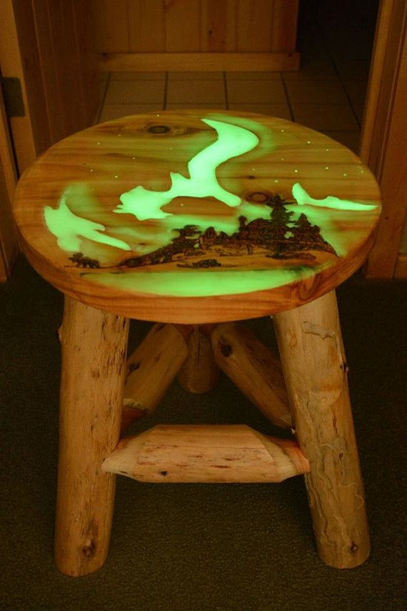 Glow in the dark northern lights table by for Resina epoxi madera
