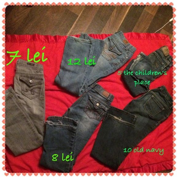 Girls jeans (bundle)  5 pairs of girls jeans different sizes. (Sizes on first picture) small tears from wear at heels. I'll a wept most reasonable offers. If you're interested in just a certain pair comment and I'll make a different listing  Jeans