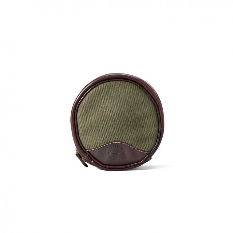 Filson Fly Reel Case is made with the same Rugged Twill, Bridle Leather and corrosion-resistant zipper as our luggage to ensure decades of use.
