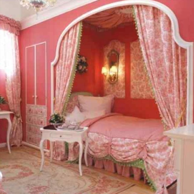 32 Dreamy Bedroom Designs For Your Little Princess: Girls+in+Beautiful+Dream+Room