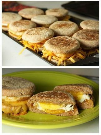 Egg and Cheese Breakfast Sandwiches | Foodiboum