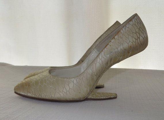 4c64a15d4df80 Vintage 50s Floating Heels Shoes NO HEELS by PopRocksNSodaVintage ...