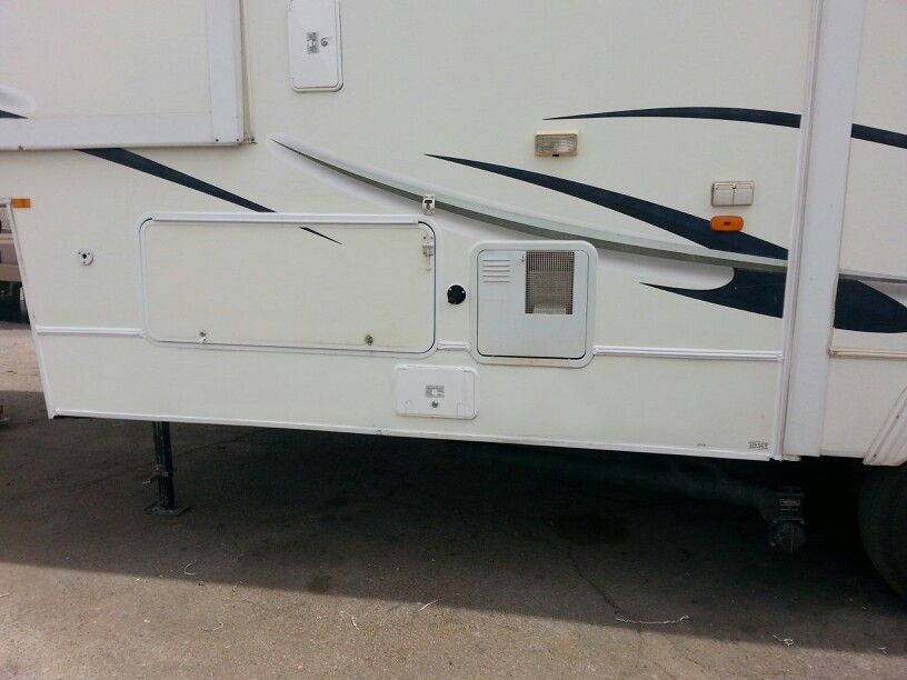 Repaired Lower Fiberglass This Rv Is Real Nice Siding Repair Remodeled Campers Rv Repair