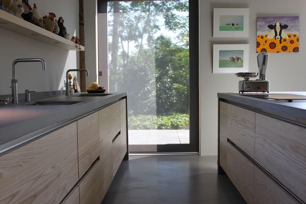 Jp walker houten keuken op maat gemaakt greeploos van essenhout met werkblad van beton keuken - Keuken houten moderne ...