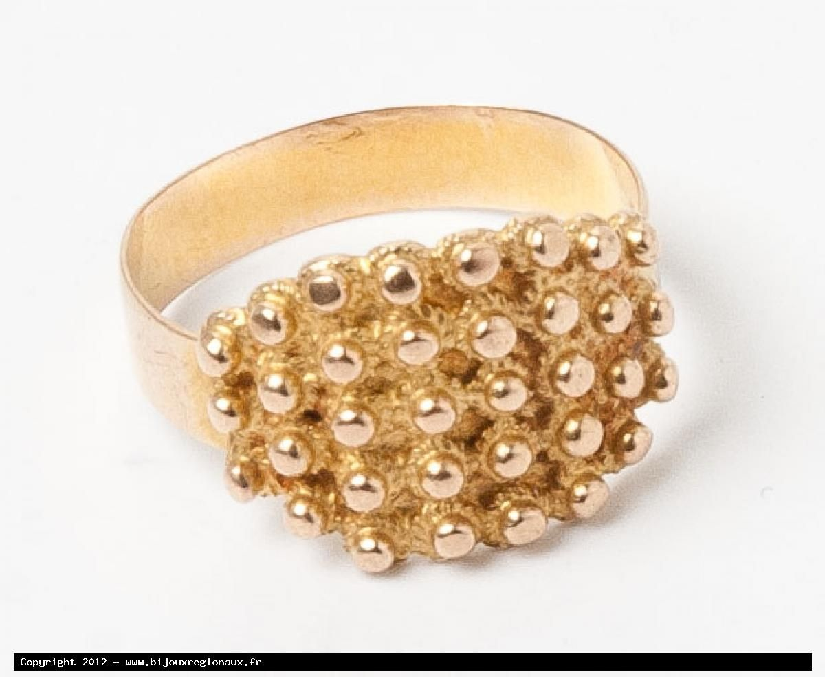 Lisbonne ring in gold from Le Portel, near Boulogne sur Mer, northern French coast.  As with the love-knot ring, the Lisbonne ring is still very popular in this region and they are passed from mother to daughter.  I had a lot of trouble finding an antique one as no woman sells them.