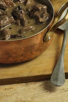 Recette Civet De Sanglier Savoureux Facile Et Délicieuse Sur Yummmi Es Recette Recette Gibier Recette Civet De Sanglier Civet De Sanglier