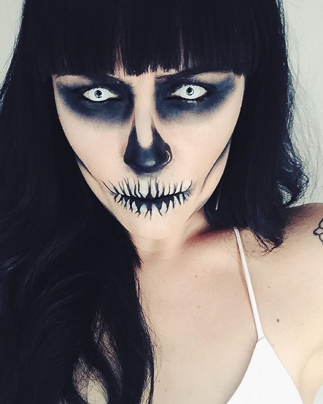 Skeleton makeup minimal