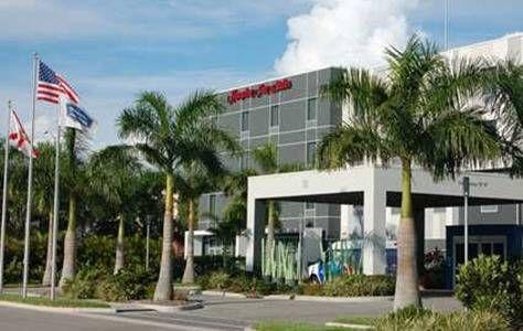 Dog Friendly Hotel In Sarasota Fl Hampton Inn Suites Bradenton Airport