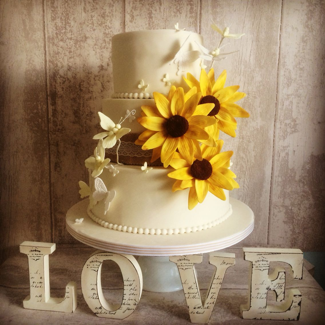 Sunflower Wedding Cake Ideas: Beautiful Sunflower Wedding Cake With Butterfly's