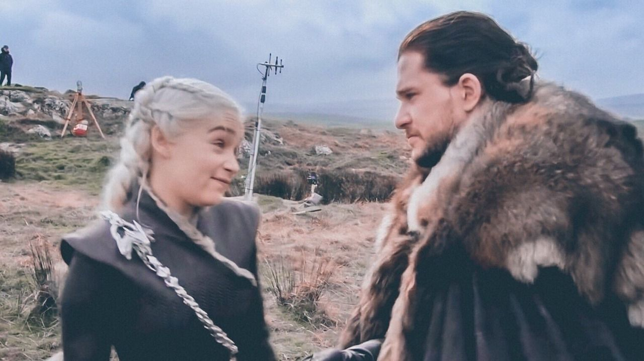 Pin By Marianna Jauregui On Game Of Thrones Kit And Emilia Behind The Scenes Game Of Trones