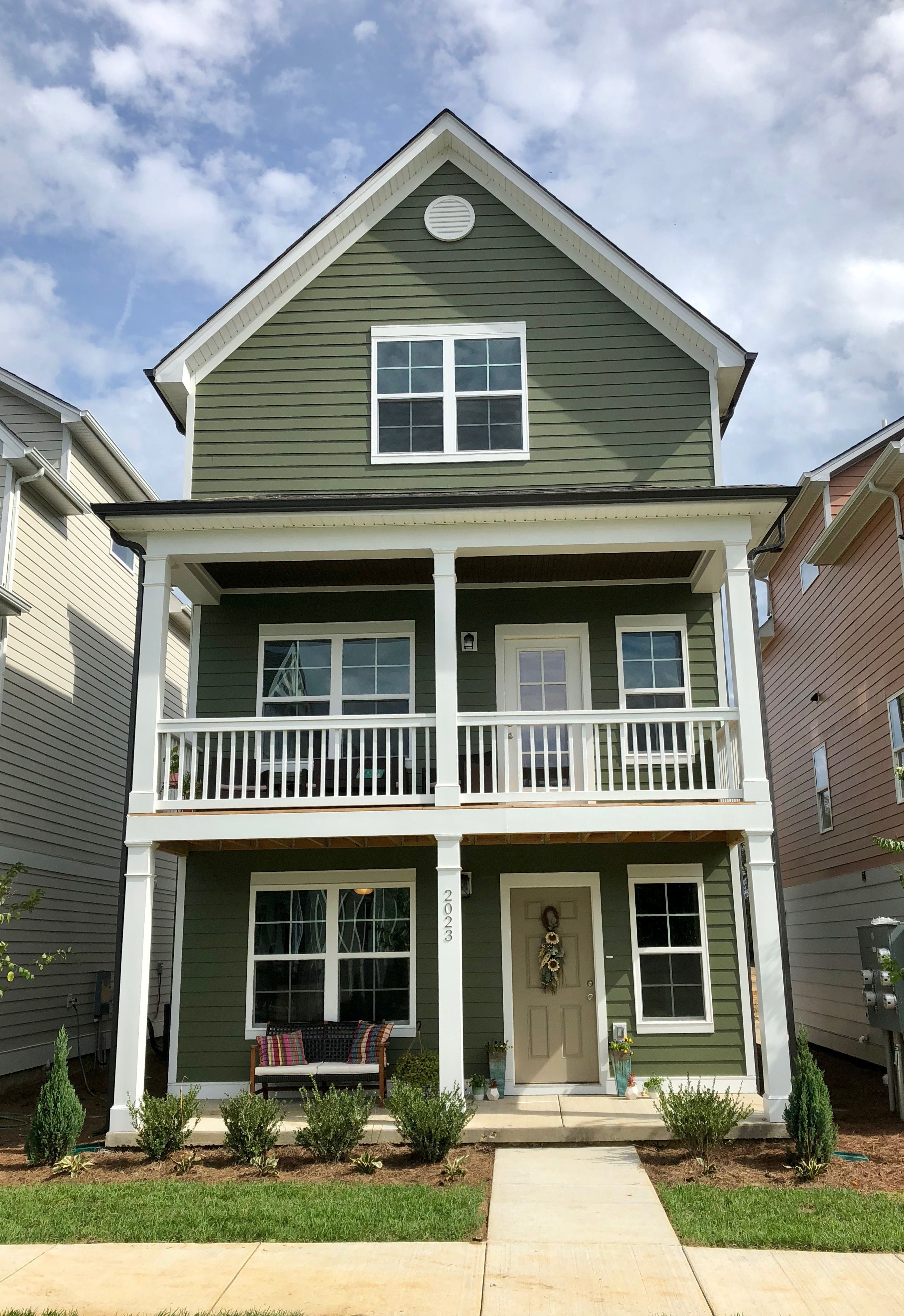 Nashville Tennessee Parkside Builders James Hardie Mountain Sage With Arctic Wh Green Exterior House Colors Green House Exterior House Paint Exterior Green