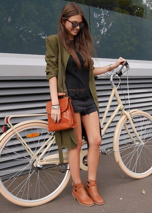 Fuera Lycra. Para montar en bici no es necesario llevar ropa deportiva. Coge lo que tengas en el armario... #PedaleaConEstilo