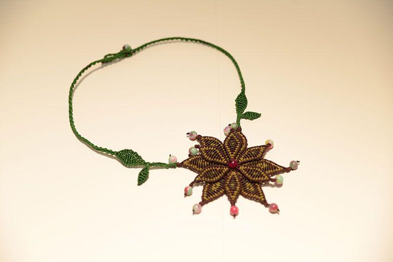 Χειροποιητο κολιε με ημιπολυτιμους λιθους. Handmade macrame jewelry - Heraki.gr