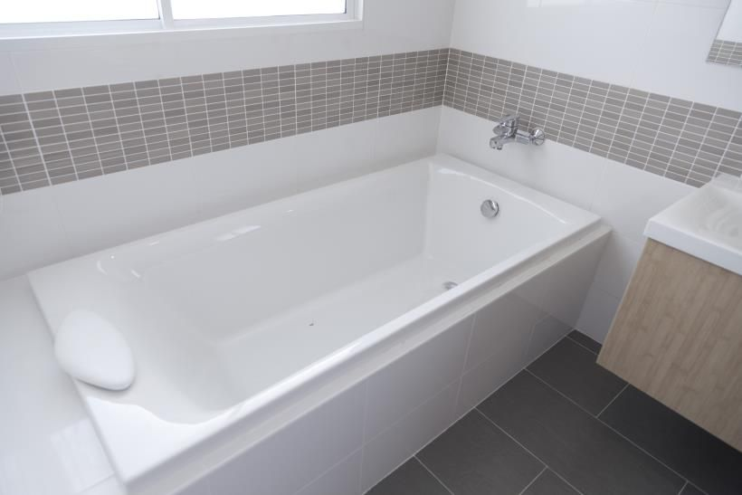 Traditional Straight Baths Vs Modern Freestanding Baths Bathtub