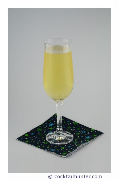 LILLET FIZZ - A bubbly cocktail that will tickle your taste buds.