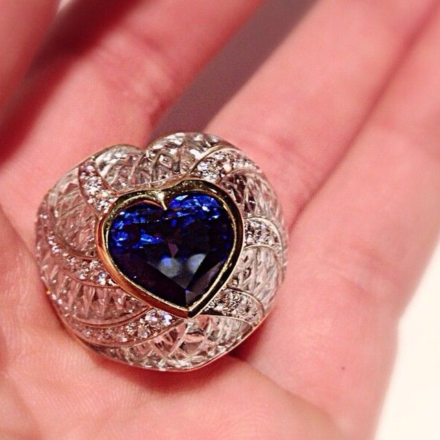 #scavia #jewel #jewels #jewelry #jewellery #handmade #madeinitaly #milano #design #oneofakind #ring #yellow #white #gold #gem #gems #blue #heart #sapphire #hyaline #quartz #inlay #inlays #brilliant #cut #diamonds #brilliants #excellence #awesome #love
