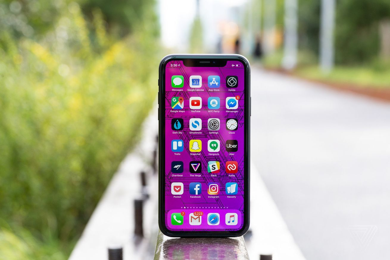 Apple And Samsung Dominate Top Selling Phone Lists For 2019 In 2020 Phone Deals Samsung Boost Mobile