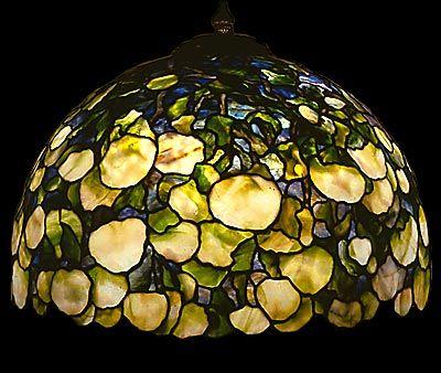 Tiffany Reproduction Hydrangea Lamp In White Green Flower Palette