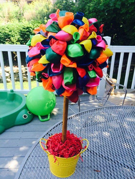 Topiary de centro de mesa globo por RowdyBoysDesigns en Etsy mesas