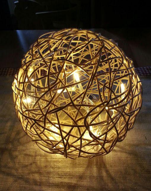 bekikilicious diy peddigrohr kugel mit led lichterkette diy pinterest diy lampshades. Black Bedroom Furniture Sets. Home Design Ideas