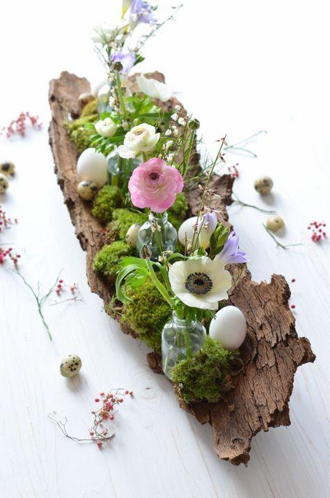 Tischdekoration zu Ostern selber machen – ein frühlingshaftes Gesteck auf Baumrinde