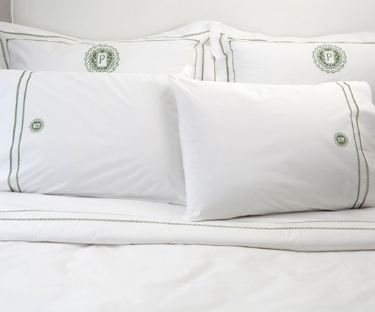 Julia B Makes Incredible Percale Sheets That Are Very Soft And Their Hand Sched Embroidery Is Extraordinary Bunny Williams From Architectural Digest