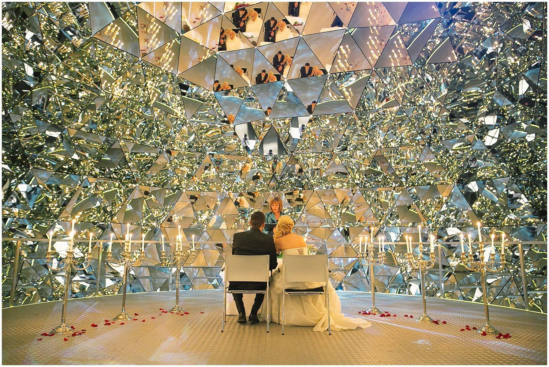 Hochzeit In Den Swarovski Kristallwelten Blitzkneisser Swarovski Table Decorations Decor