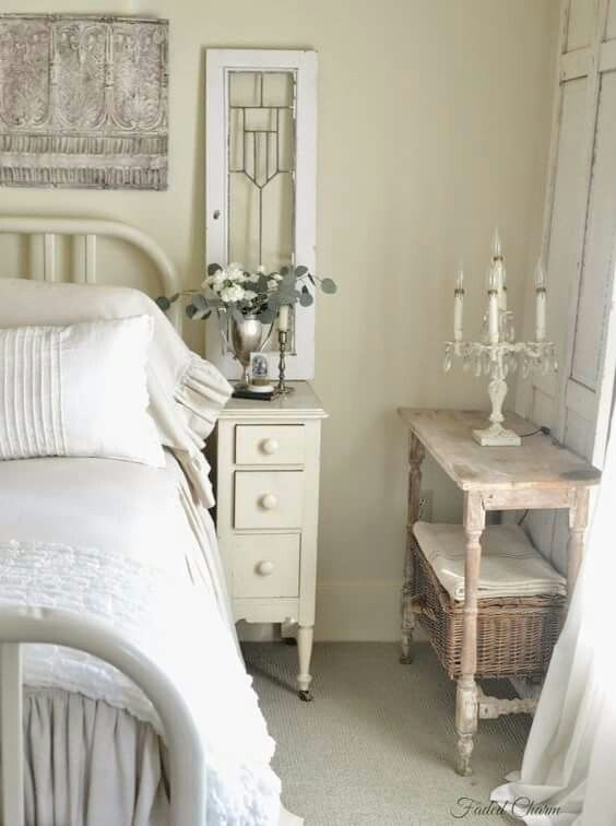 Perfect for my side of the bed Shabby chic bedroom Pinterest - decoracion recamara vintage