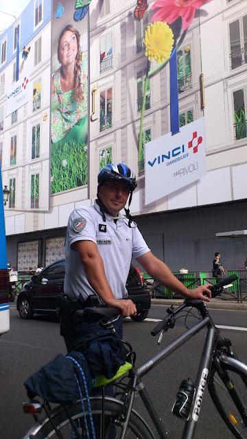 パリのお巡りさんと自転車の画像 | フランスの蚤の市 ヴィンテージ自転車 買い付け日記