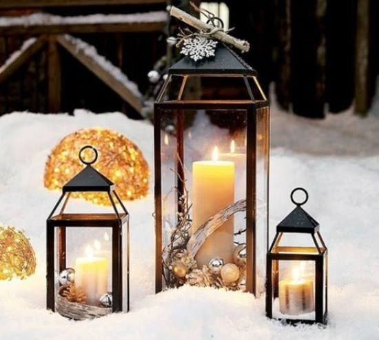 Lanternes noires dans la neige