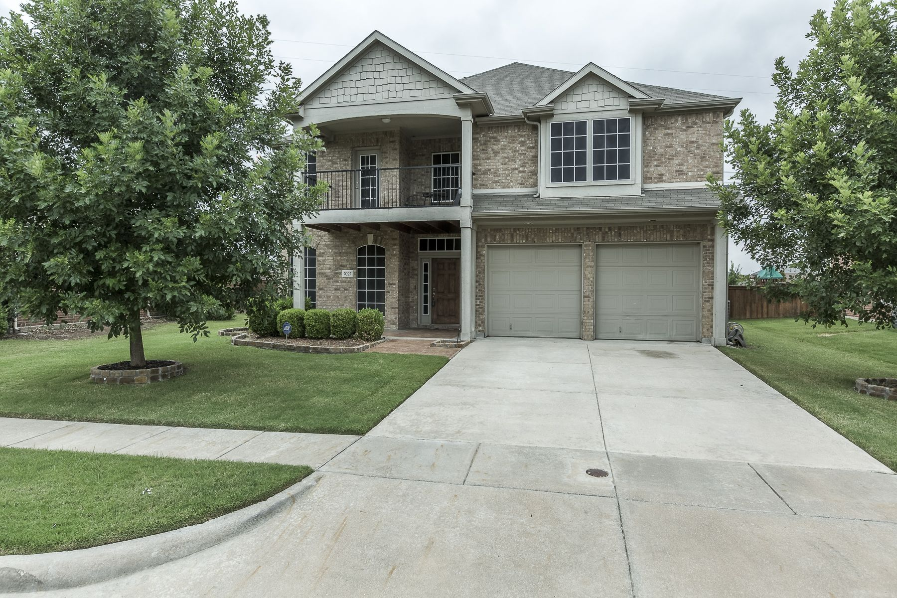 7027 N Serrano 5 Bedroom Home In Mansfield Isd Features Solar