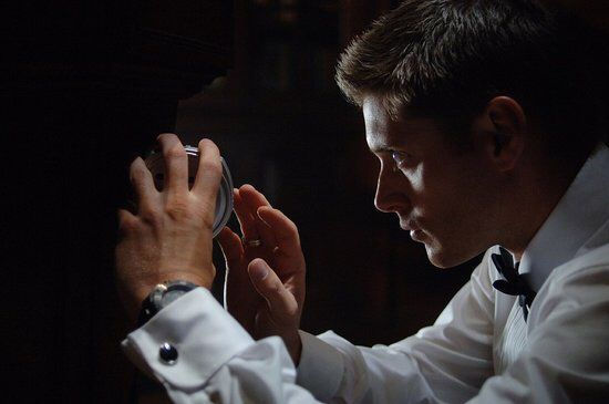 Dean 3x06 Red Sky At Morning @whizzy10 look at his thumb ;)