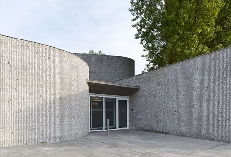 Auditorium-Kortrijk-by-Dehullu-Partners_dezeen_468_13.jpg 468×318 pikseli