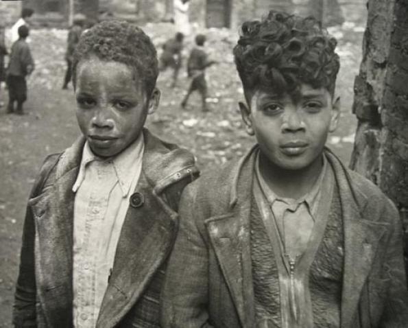 New York, c.1940 - Helen Levitt - Private Artists - Jackson Fine Art - Photography - Atlanta